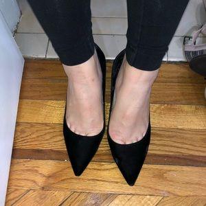Marc Fisher blk velvet low heel size 6.5